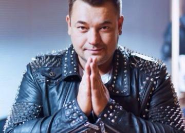 Певец Сергей Жуков подрался со Стасом Костюшкиным из за плагиата