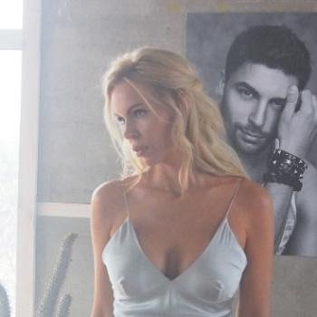 Алиса Лобанова в новом клипе певицы Славы