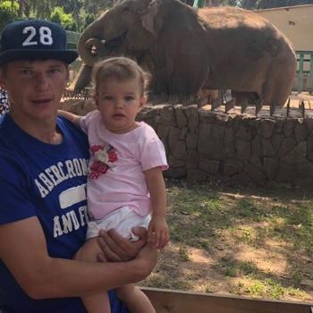Андрей Аршавин сводил младшую дочь в зоопарк
