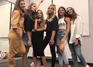 Лизу Анохину приняли в культовую поп-группу Open Kids